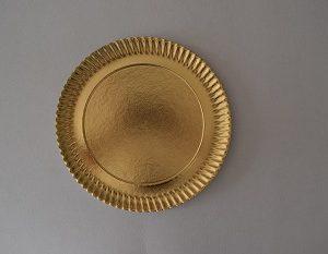 plato cartón oro